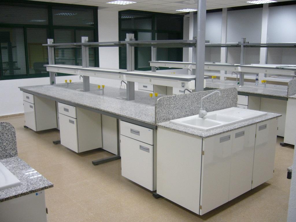 mesa-central-laboratorio-a2