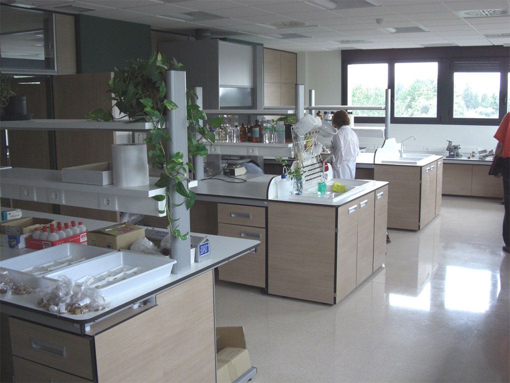 mesa-central-laboratorio-a3
