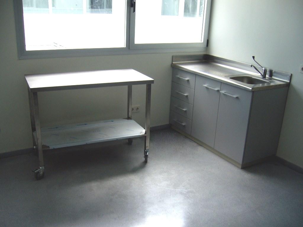 Muebles-consulta-encimera-acero-inoxidable-43