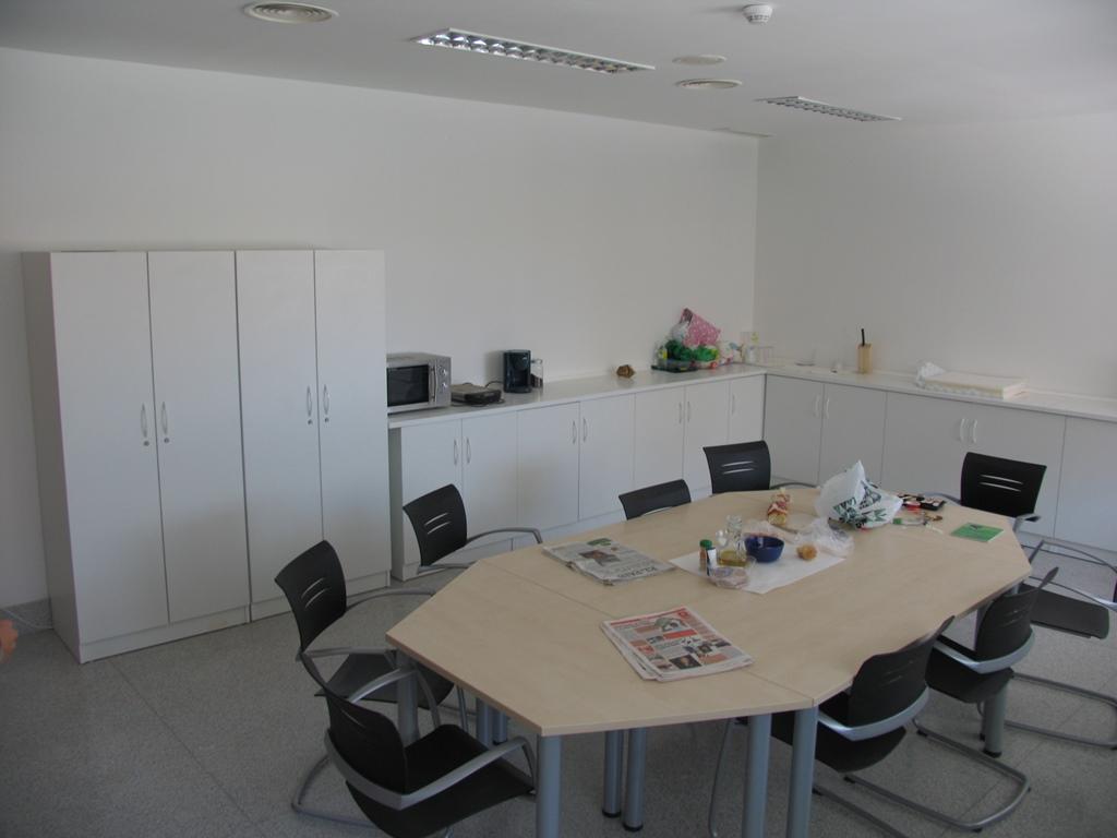 Muebles-consulta-encimera-melamina-12