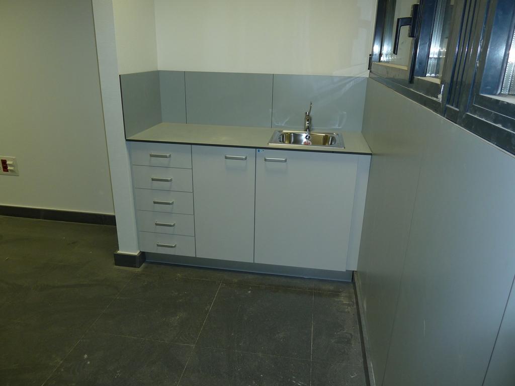 Muebles-consulta-encimera-resina-fenolica-21