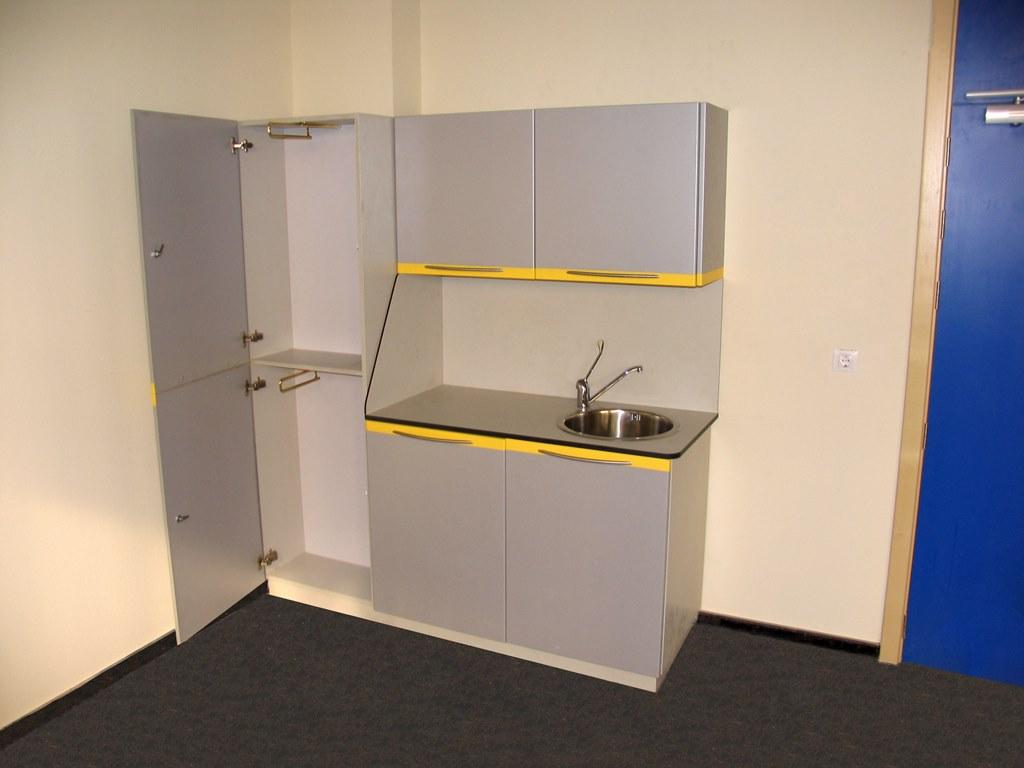 Muebles de consulta con encimera en resina fenolica - Muebles de resina para exterior ...