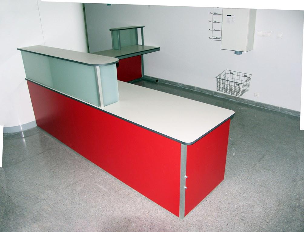 mostrador-con-estructura-metalica-melamina-vidrio-26