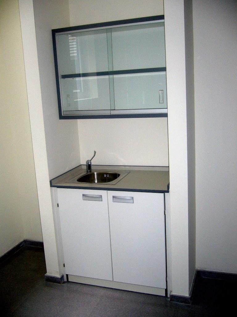 Mobiliario-clinico-armario-colgar-61-1