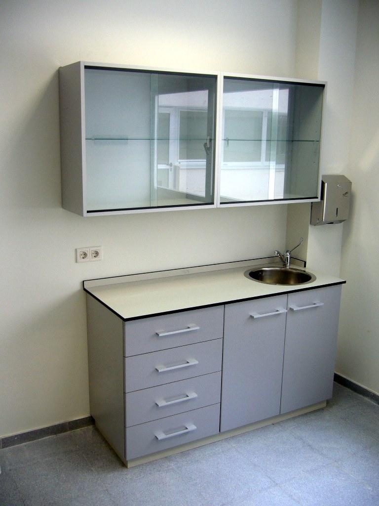 Mobiliario-clinico-armario-colgar-61-3