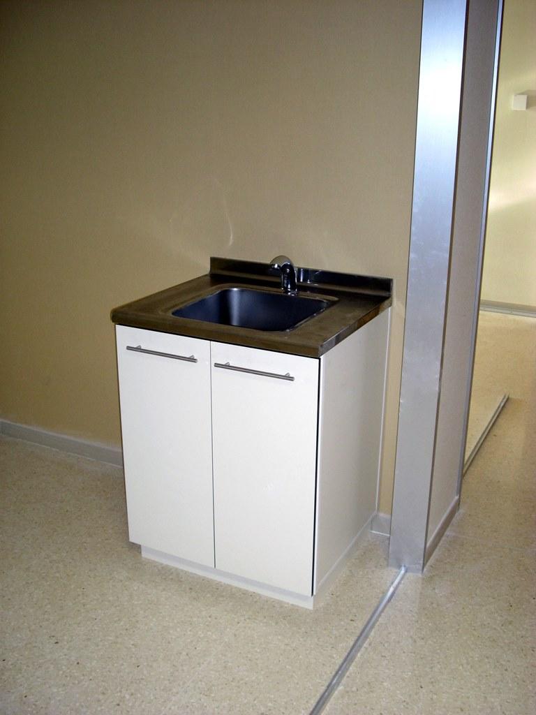 Muebles-consulta-encimera-acero-inoxidable-42