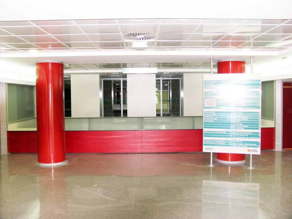 mostrador-con-estructura-metalica-melamina-vidrio-25