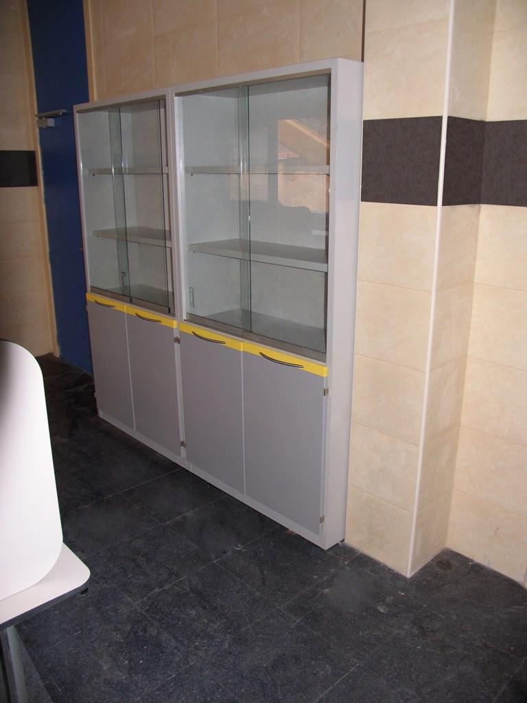 Mobiliario-clinico-armario-pie-62